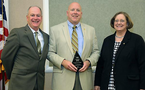photo of John Lundell receiving award