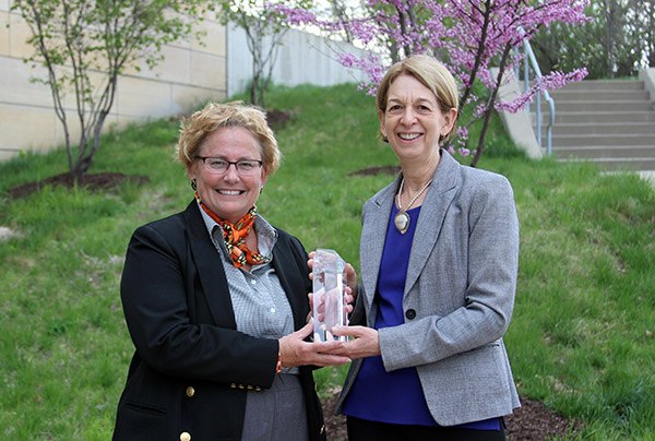 Executive-in-Residence Laurie Zelnio (left) with CPH Dean Sue Curry
