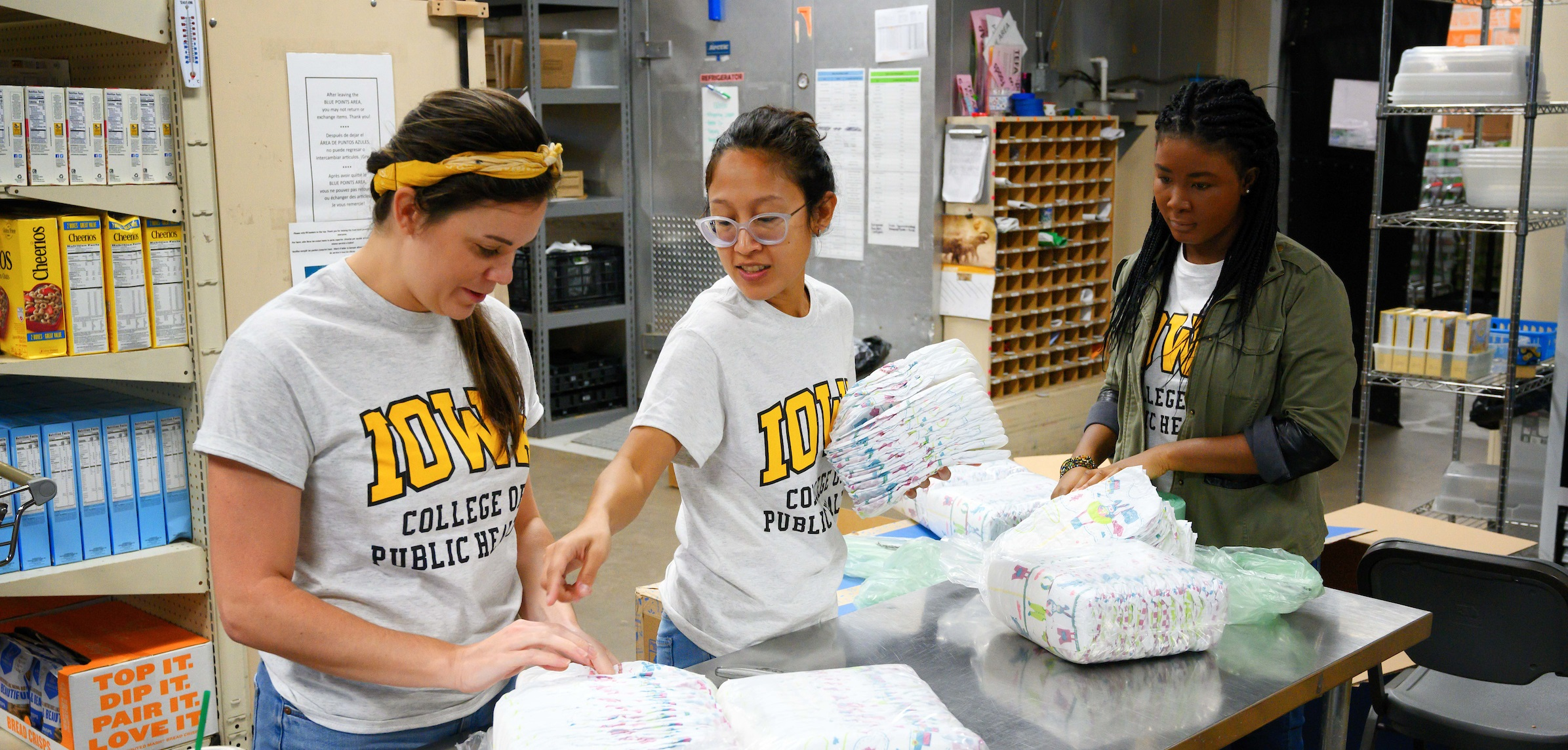 Public Health Students work at Food Bank